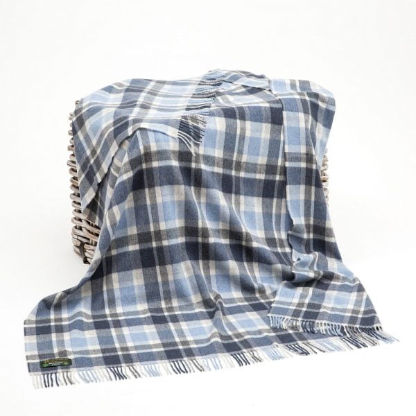 Lambswool Throw White Navy Blue Check